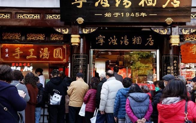 上海:豫园老字号汤圆生意火