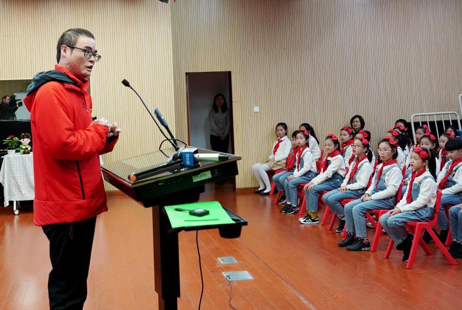上海:雷锋精神进校园