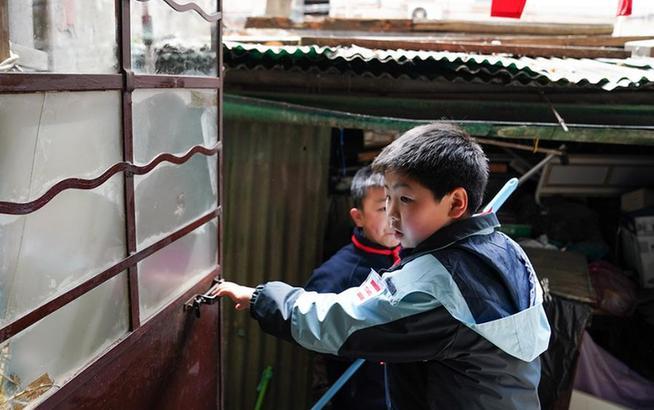 上海:学雷锋 做好事