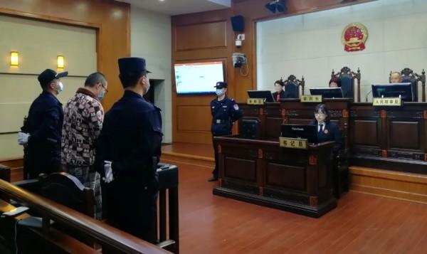 上海首例高空抛物入刑判刑8个月 罚金5000元