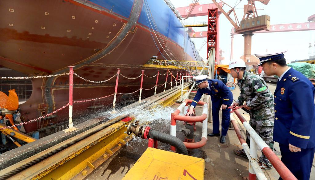 上海开展沿江船企消防安全检查