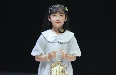 """上海时装周童装外场首秀 balabala掀起""""国潮""""风"""