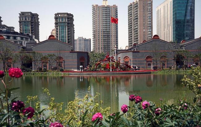 上海:一大会址人气旺 新馆广场试开放