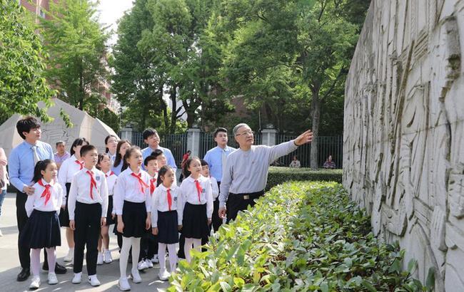上海: 铭史开来 唱响青春