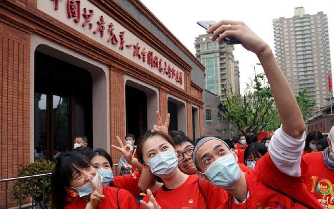 """上海青少年:从""""初心之地""""出发 寻访红色记忆"""