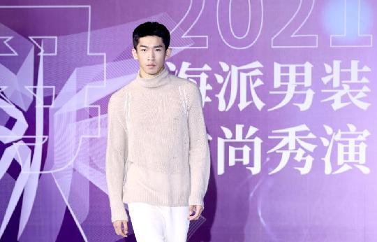 上海时尚秀演展示海派男装历史与未来