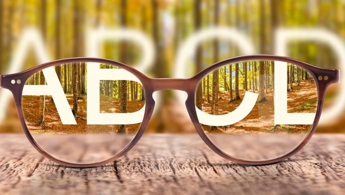 """""""小眼镜""""超半数,如何给孩子勾勒一个""""清晰""""的未来?"""